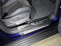 """Накладки пластиковые на пороги (нерж.лист, зеркальный, надпись """"Q5"""", 2 шт)"""